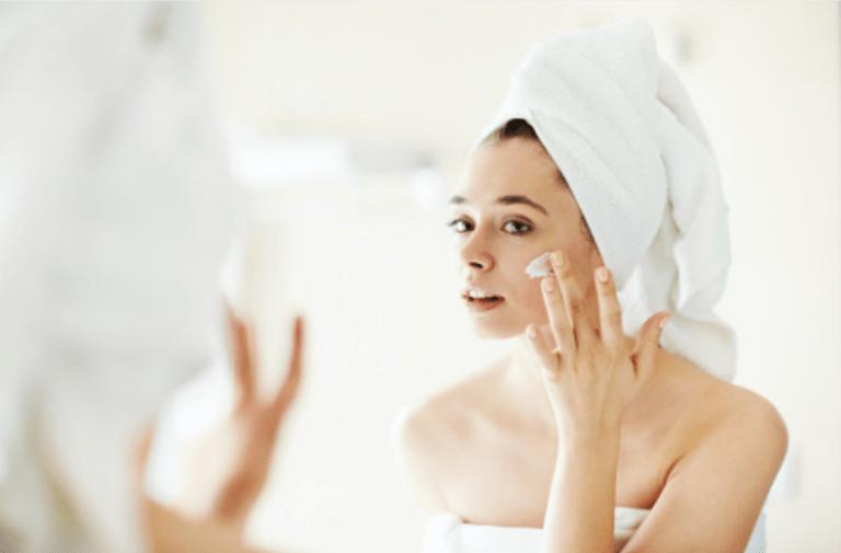 Rotina de cuidados para pele oleosa e com acne hidratação