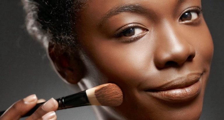maquiagem melhora autoestima feminina. Veja como levantar a auto estima de uma mulher